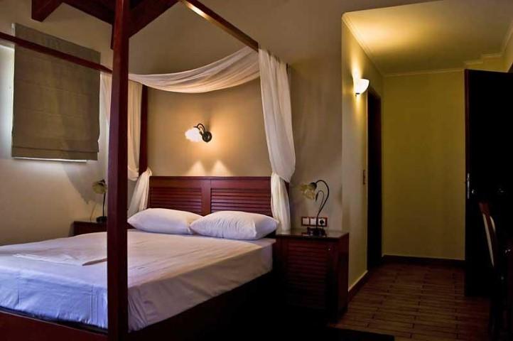 Εntheon Hotel