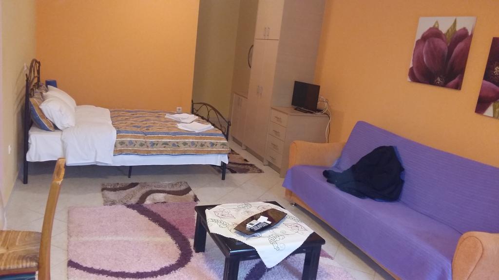 Terpsi Apartments